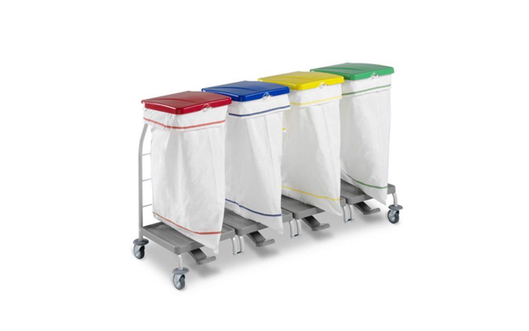 Carros de bugaderia de colors per a la roba bruta