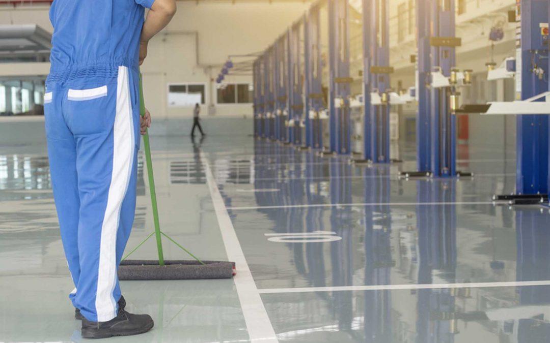 ¿Cómo evitar riesgos laborales durante la limpieza?