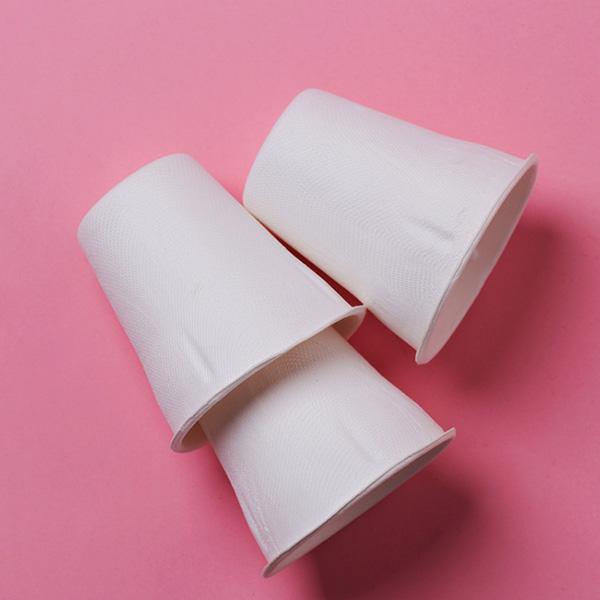 Vasos desechables de papel y cartón ecológicos