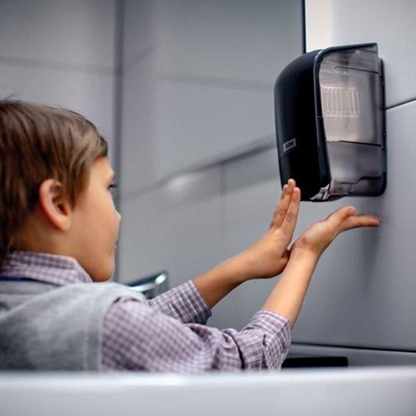 papelmatic-higiene-professionañ-escoles-en-temps-de-covid19-equipament-lavabos