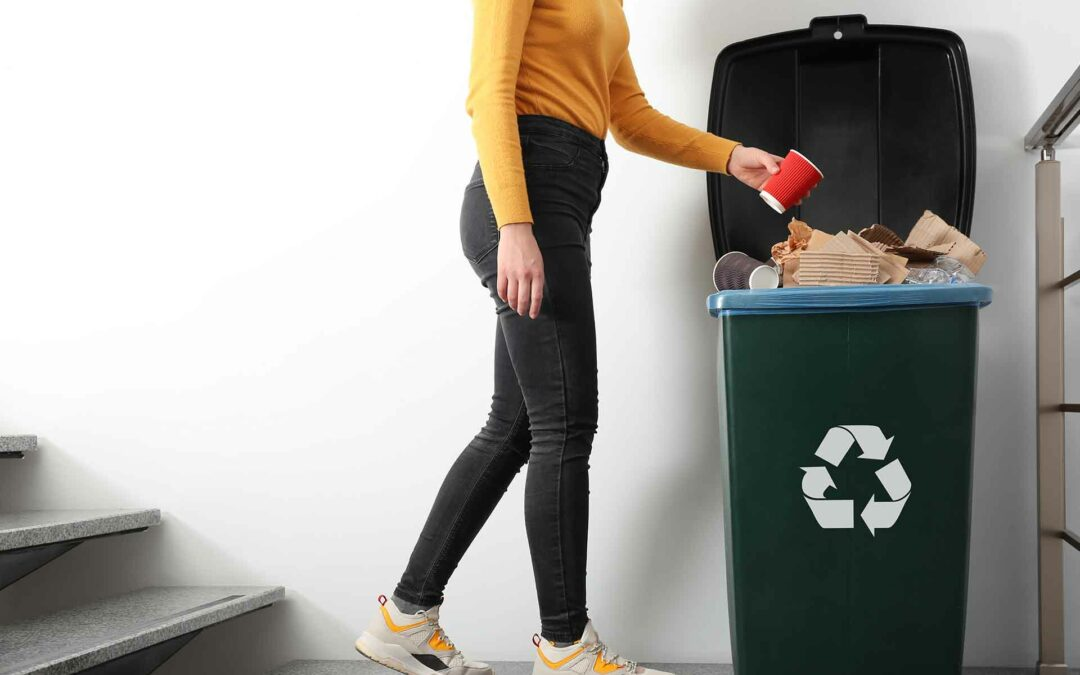 uso correcto de los contenedores de basura y papeleras