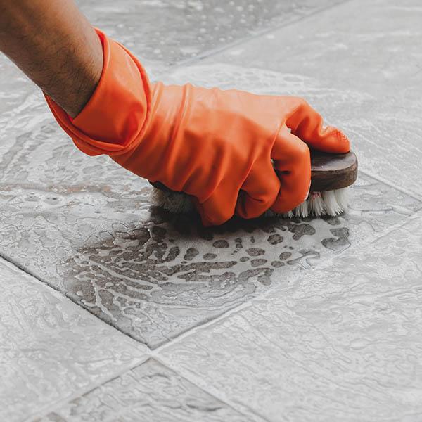 papelmatic-higiene-profesional-prevenir-riesgos-asociados-material-limpieza-verifica