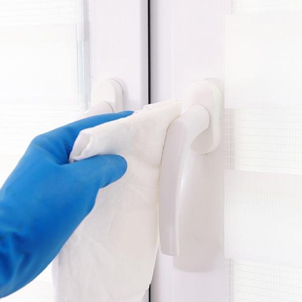 papelmatic-higiene-professional-avantatges-neteja-en-humit-accio-quimics