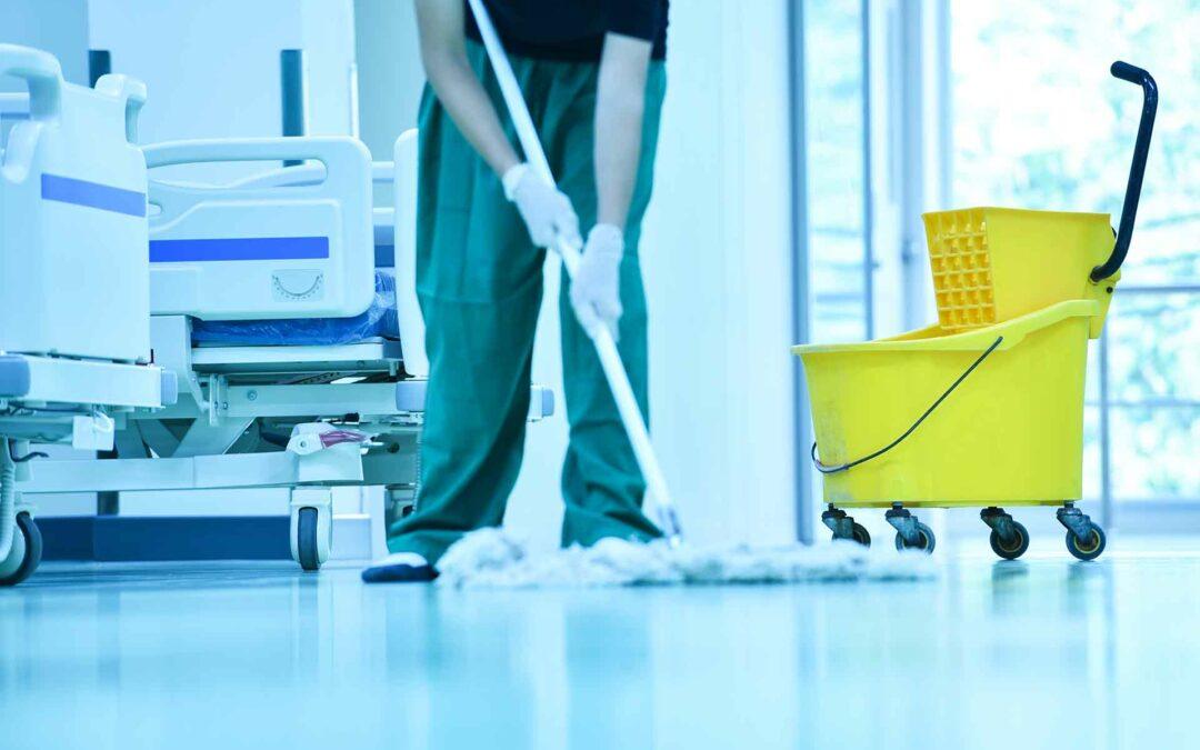 Técnicas de limpieza: Barrido en húmedo con mopa