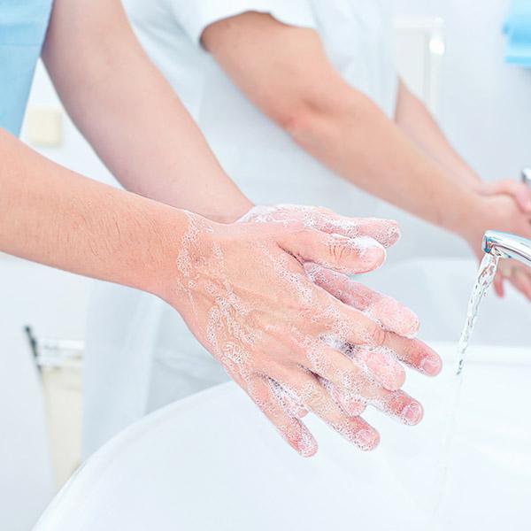 papelmatic-higiene-professional-empremta-microbiana-higiene-mans