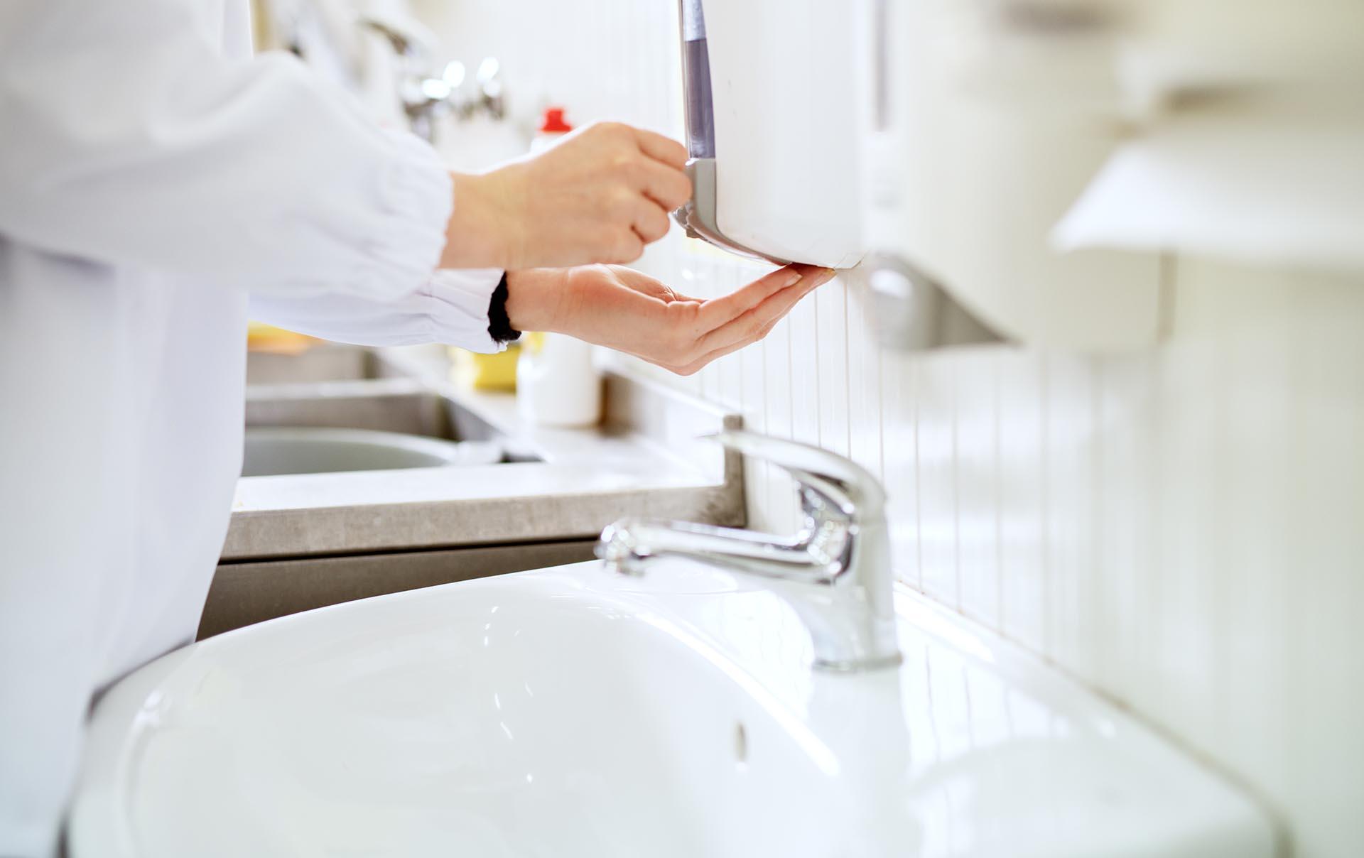 papelmatic-higiene-professional-guia-per-comprar-dispensadors-de-sabo-manual-automatics