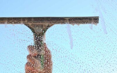 Tècniques de neteja: Mullador i recollidor d'aigua per netejar vidres