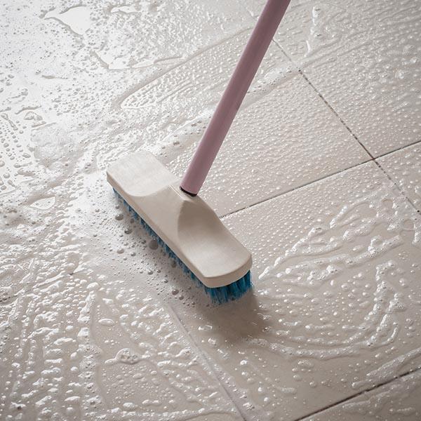 papelmatic-higiene-profesional-mantenimiento-cepillos-limpieza-suciedad